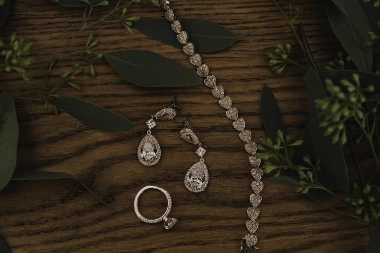 brides jewelry and accessories